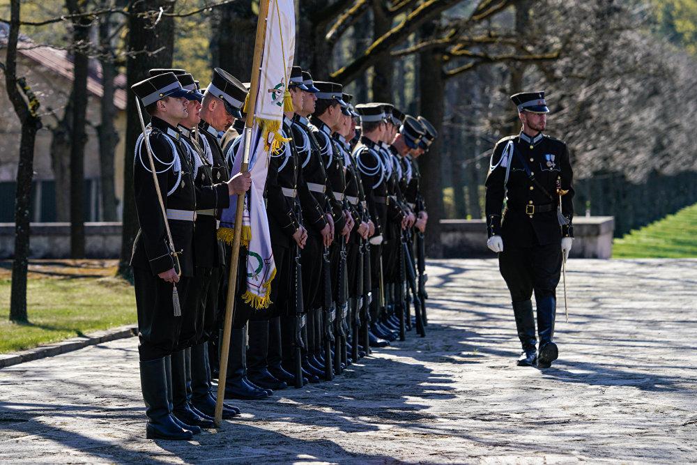 Церемония возложения венков на Братском кладбище в память о погибших воинах