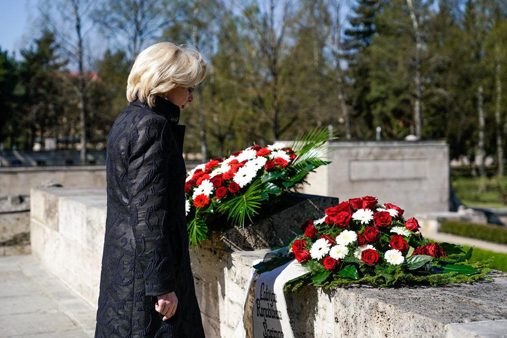 Спикер Латвийского Сейма Инара Мурниеце почтила память погибших
