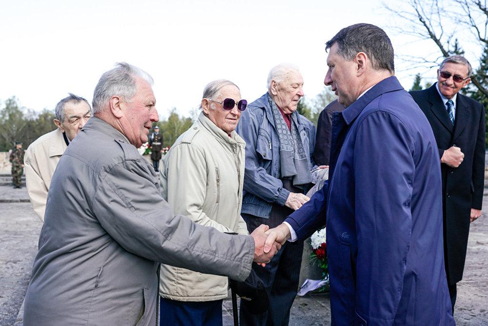 Президент Латвии Раймондс Вейонис поддержал ветеранов 130-го латышского стрелкового корпуса