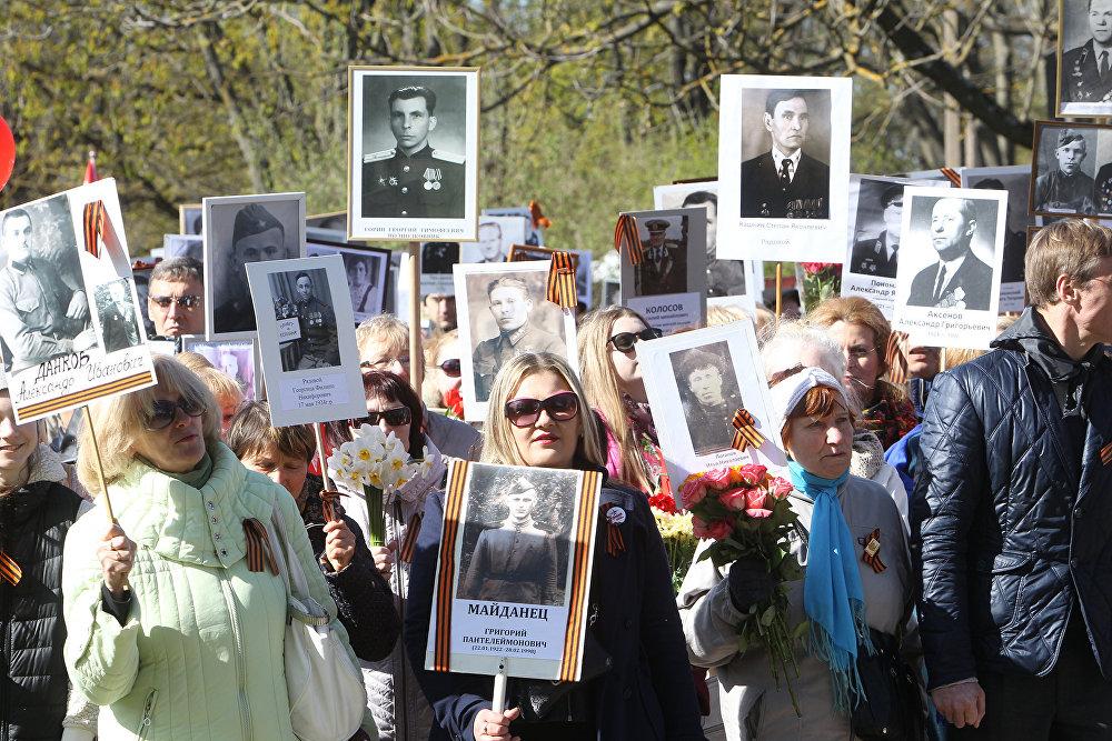 Шествие Бессмертного полка в Риге 9 мая 2017 года