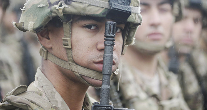 Солдат Латвии в строю на параде Национальных вооруженных сил