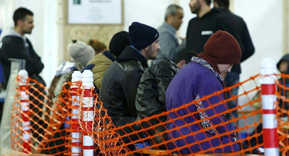 Первая регистрация беженцев в Эрдинге, Германия