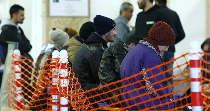 Первая регистрация беженцев в Эрдинге, Германия. Архивное фото