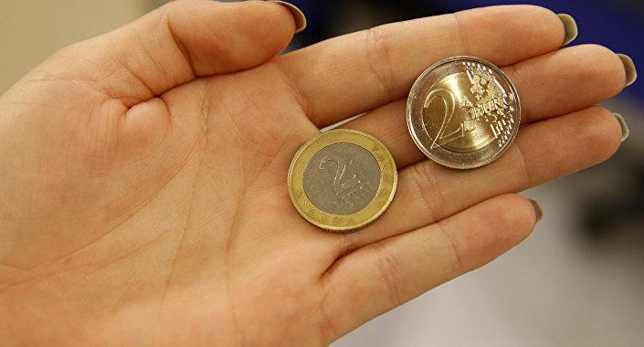 Литовский лит и евро, архивное фото