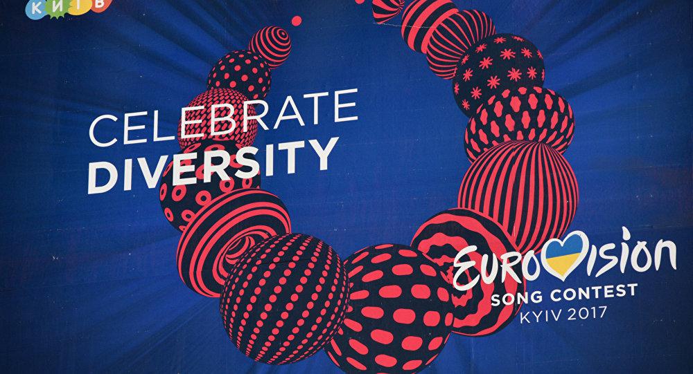 Рекламный щит с символикой международного конкурса эстрадной песни Евровидение в Киеве.