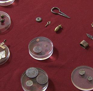 Arheologi parādīja Maskavas centrā atrastās Ivana Barga laikmeta monētas