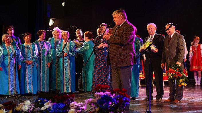 Я люблю Вас, спасибо, что пригласили на концерт, – сказал посол России Евгений Лукьянов