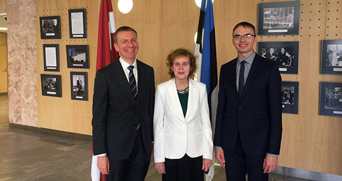 Министр иностранных дел в Таллинне вручает Премию популяризации латышского и эстонского языков переводчице Ливии Виитол
