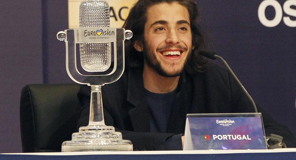 Победителем песенного конкурса Евровидение-2017 стал участник из Португалии Сальвадор Собрал