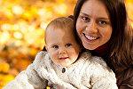 Женщина с ребенком, архивное фото