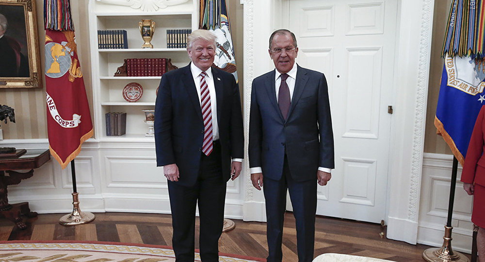 Сергей Лавров и Дональд Трамп во время встречи в Белом доме