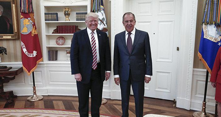 Sergejs Lavrovs un Donalds Tramps tikšanos laikā Baltajā namā