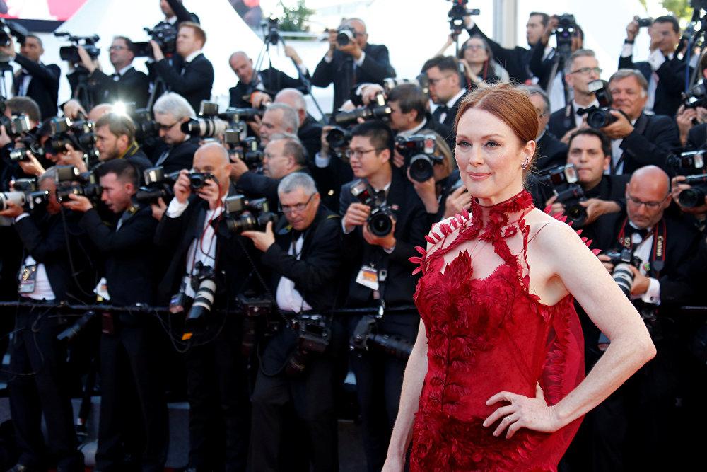 Актриса Джулиана Мур на 70-м Каннском международном кинофестивале