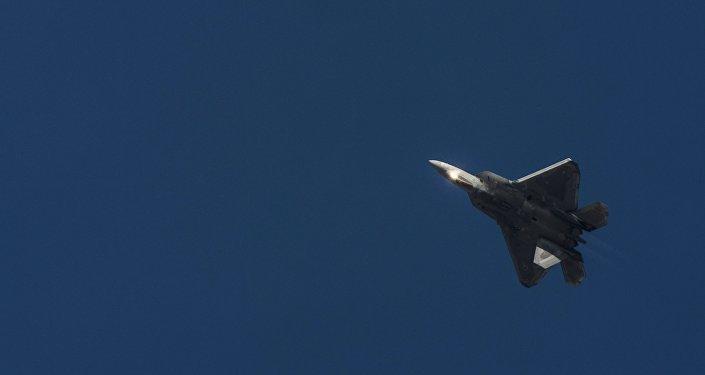 Истребитель F-22 ВВС США, архивное фото