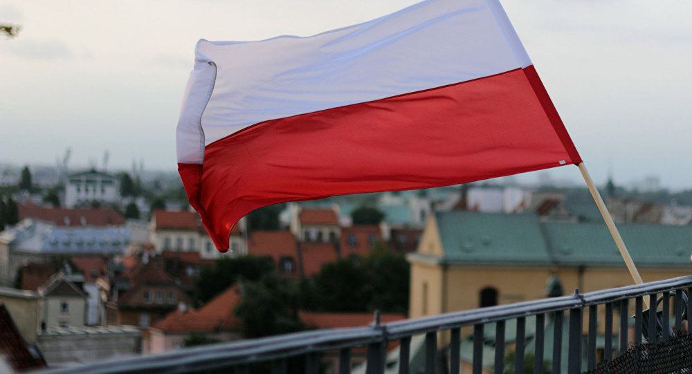 Флаг Польши, архивное фото