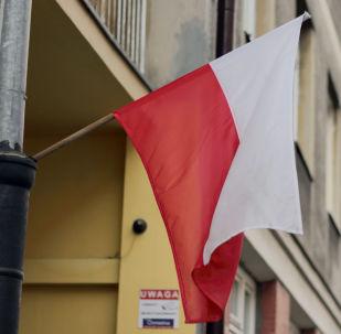 Польский флаг на улице Варшавы, архивное фото
