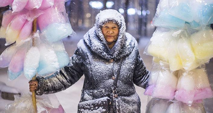 Sāldais vates pārdevējs. Fotogrāfijas autors Tabildi Kadirbekovs