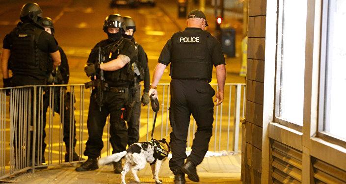 Полиция на месте теракта на Манчестер Арене, 22 мая 2017