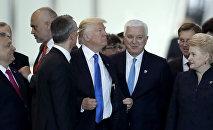 Президент Америки Дональд Трамп и Премьер-министр Черногории Душко Маркович на саммите НАТО в Брюсселе