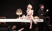 Кадр из спектакля Циники в Новом Рижском театре
