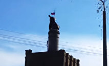Флаг России над пивзаводом Варпа