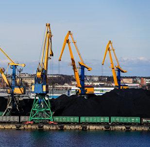 Перевалка угля в Рижском порту