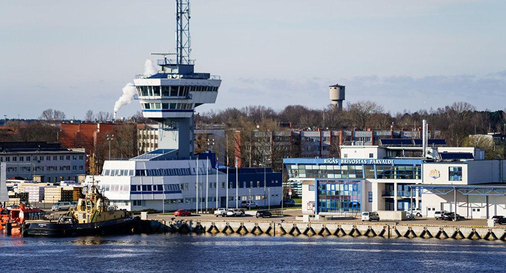 Управление Рижского порта и Башня управления движения судов