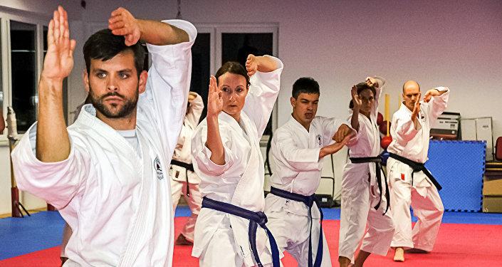 Школа боевых искусств, архивное фото