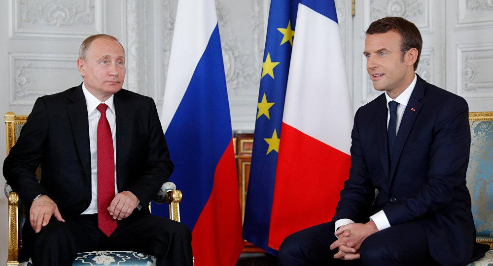 Krievijas prezidents Vladimirs Putins un Francijas valsts vadītājs Emanuels Makrons