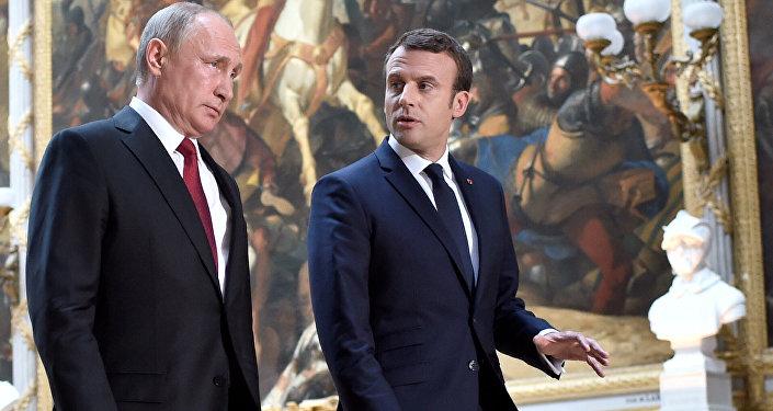 Krievijas prezidents Vladimirs Putins un Francijas prezidents Emanuels Makrons Versaļā
