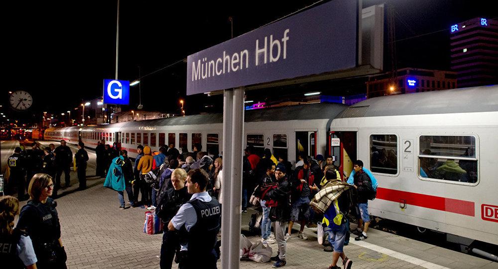 Мигранты на железнодорожной станции в Мюнхене. Архивное фото