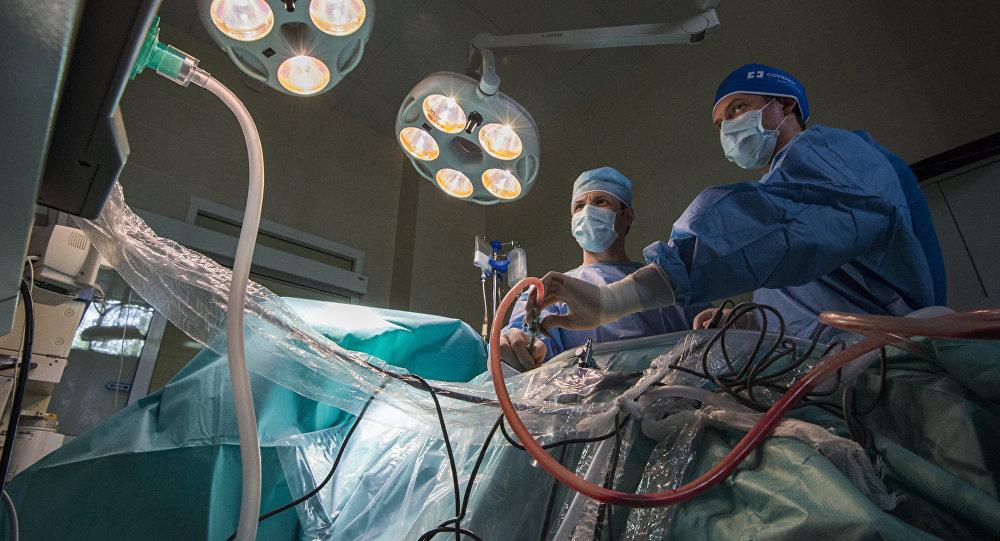 Хирургическая операция, архивное фото