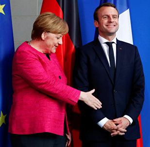 Angela Merkele un Emanuels Makrons pēc preses konferences Berlīnē