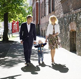 Мэр Риги Нил Ушаков с супругой и сыном