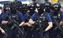 Вооруженные полицейские в Лондоне, архивное фото
