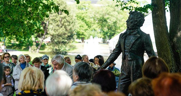 Встреча у Памятника Пушкину в Риге в часть Дня русского языка и дня рождения поэта