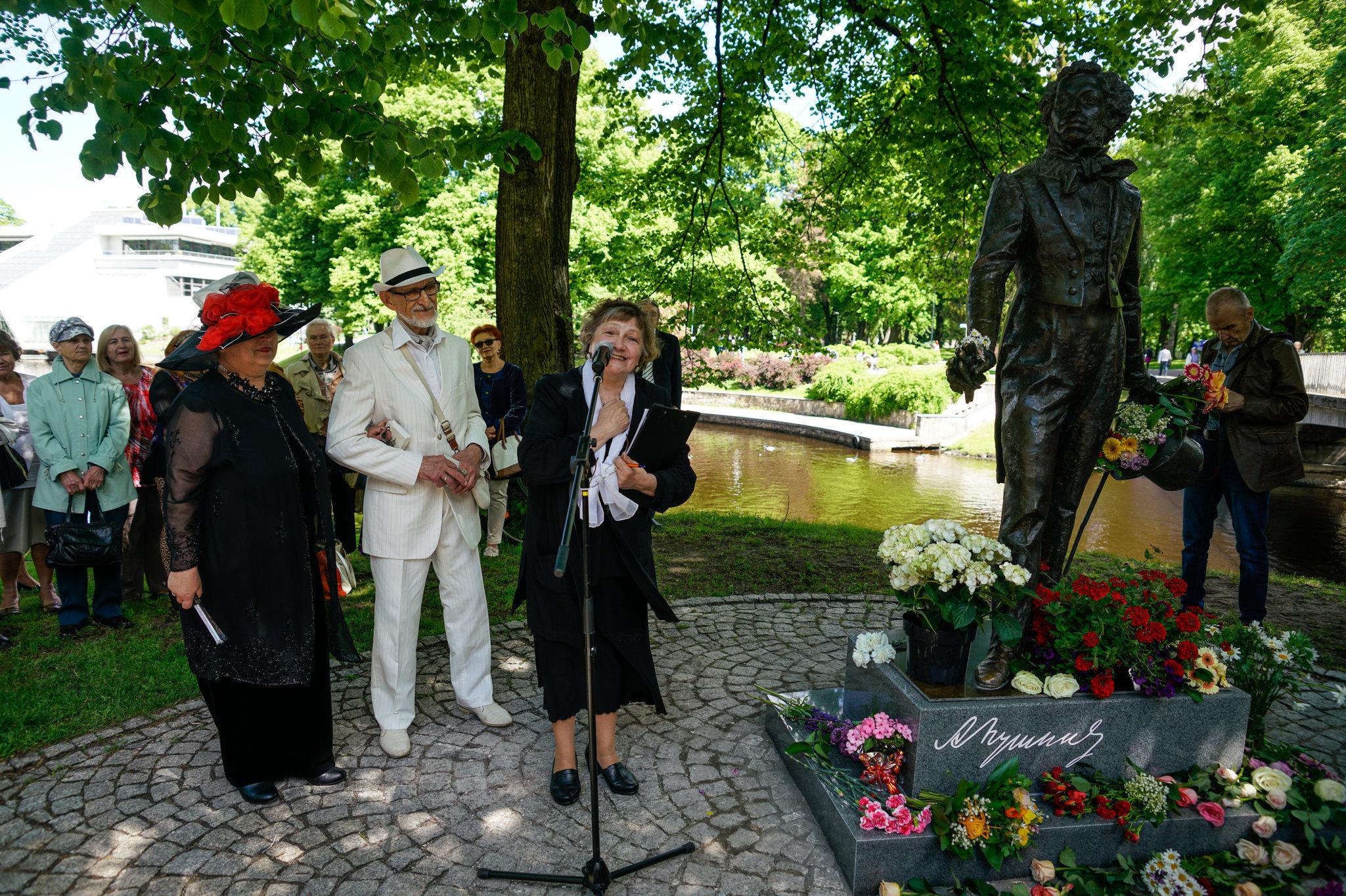 Выступает Светлана Видякина, член Пушкинского общества Латвии