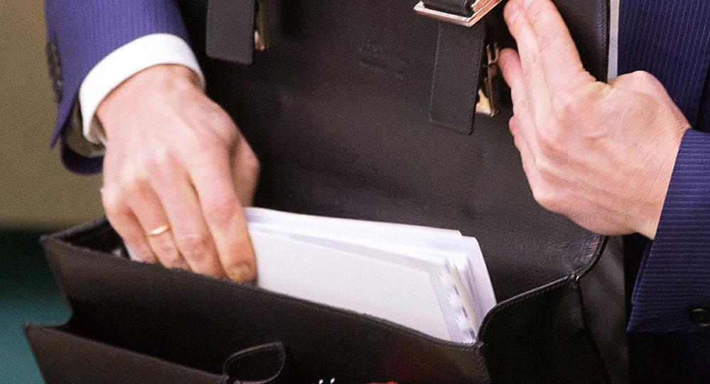 Портфель с документами, архивное фото