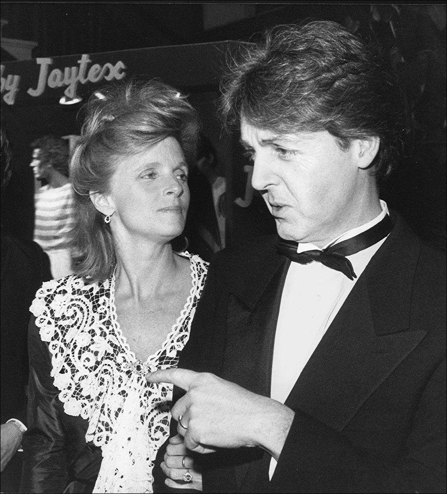 Пол Маккартни с супругой Линдой, 13 декабря 1982 года
