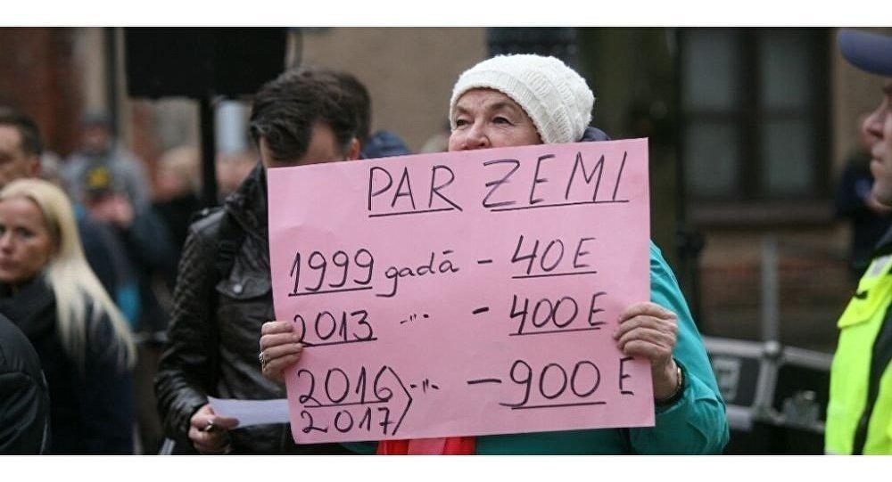 Tautas sanāksme pie Seimas pa labu nodokļa atcelšanai vienīgajam mājoklim