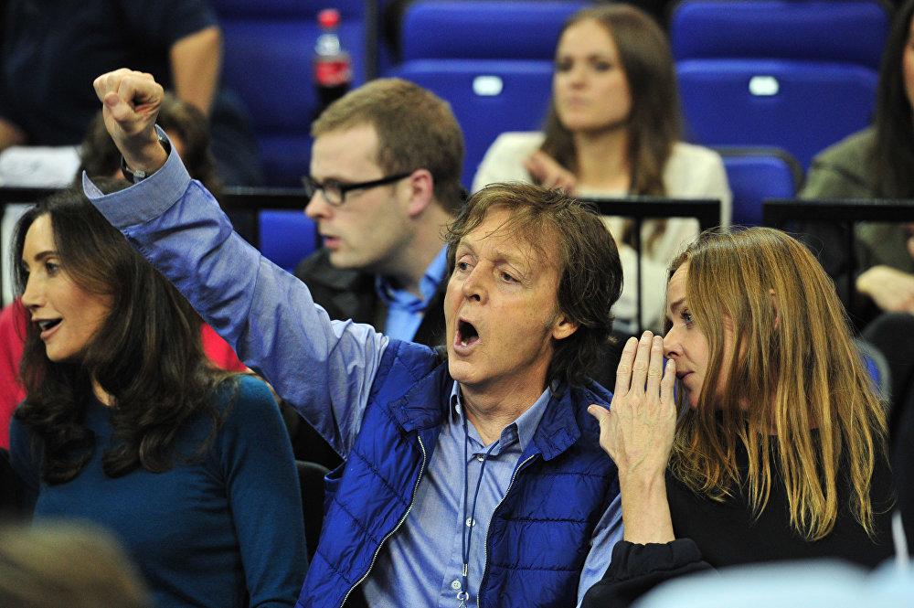 Британский музыкант и основатель Битлз Пол Маккартни с дочерью модельером Стеллой Маккартни  и женой Нэнси Шевелл
