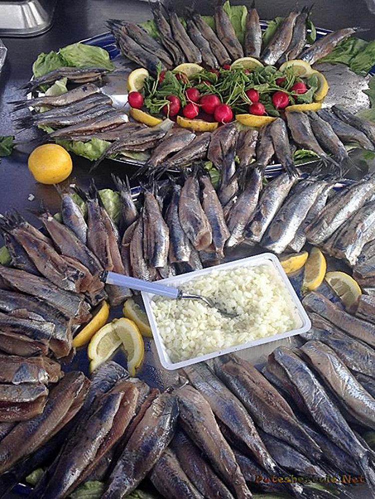 Селедка на празднике День селедки в Голландии