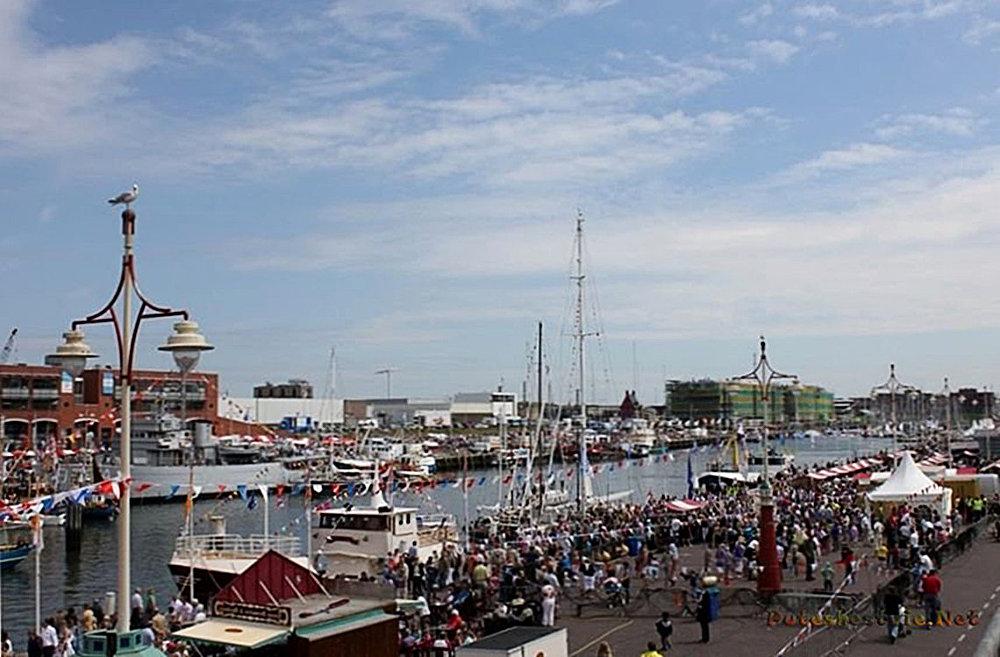 Празднование Дня селедки в Голландии