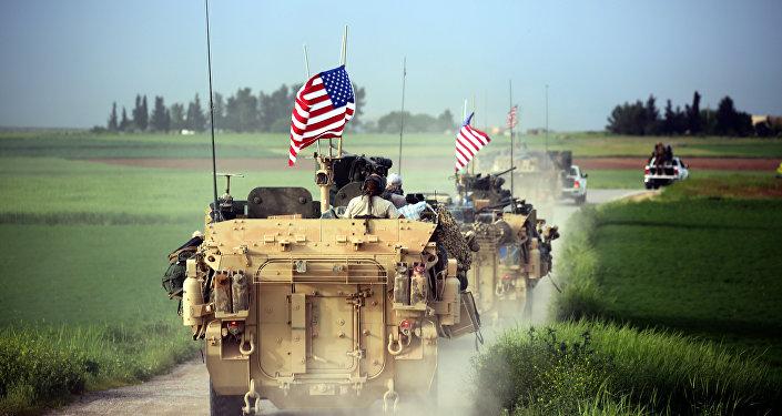 ASV militārās tehnikas dislokācija pie Darbasijas ciema Sīrijā. Foto no arhīva