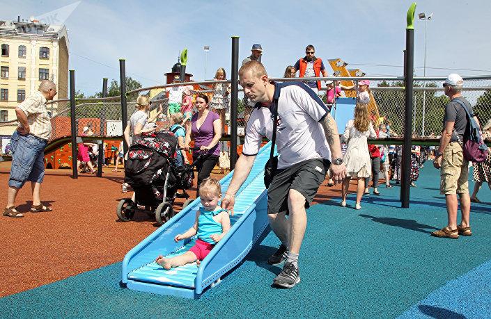 Открытие грандиозной детской площадки в центре Риги