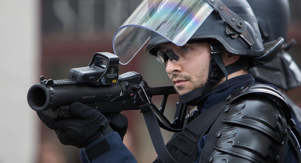 Policists Parīzē