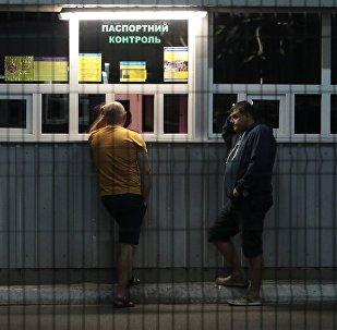 Ukrainas pilsoņi starptautiskajā caurlaides punktā pie Ukrainas un Polijas robežas