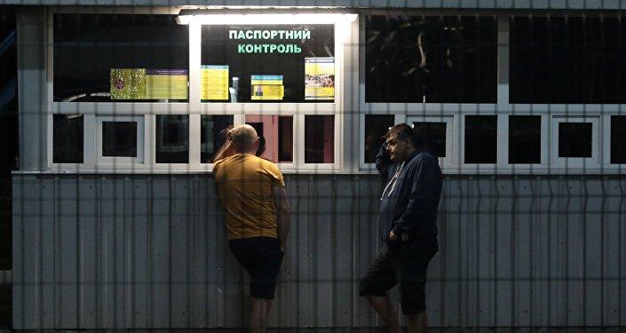 Ukainas piloņi Ukrainas-Polijas robežas kontrolpunktā