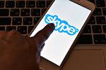 Логотип программы Skype на экране смартфона