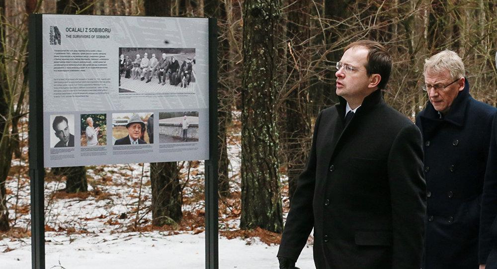 V.Medinskis godina nacisma upuru piemiņu bijušajā Sobiboras nāves nometnē